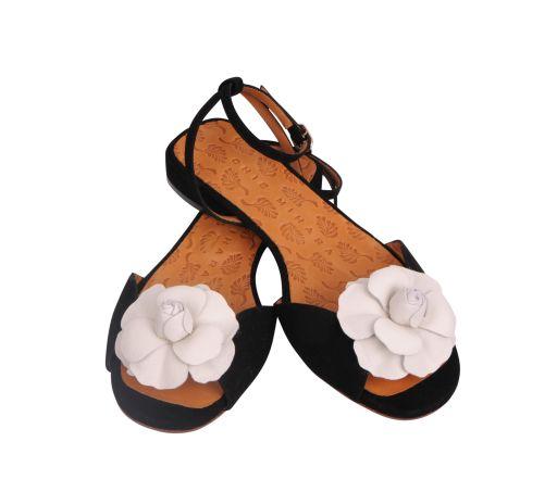 Chie Mihara - Slingsandale mit weißer Lederblume